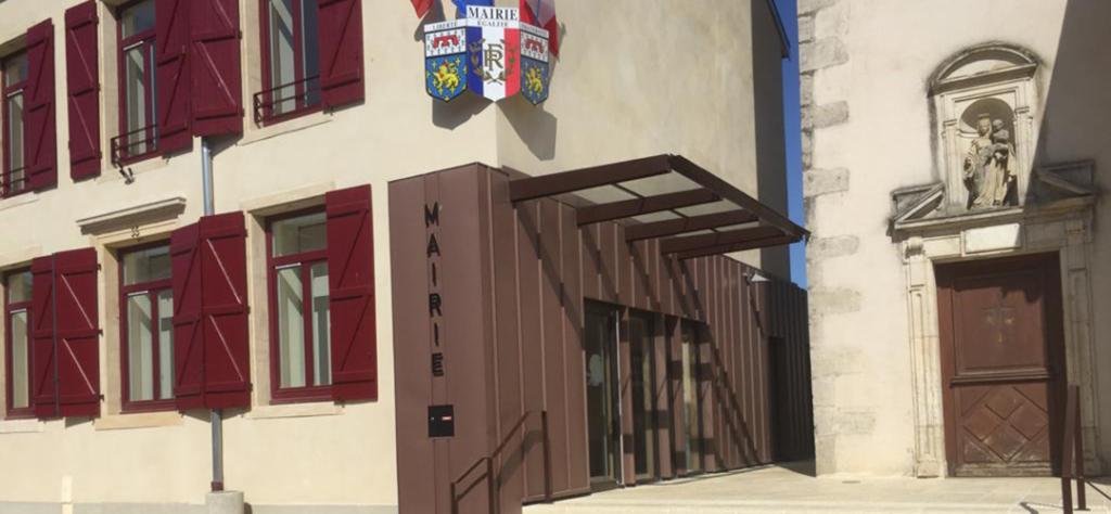Parvis de la mairie de Laneuvelotte